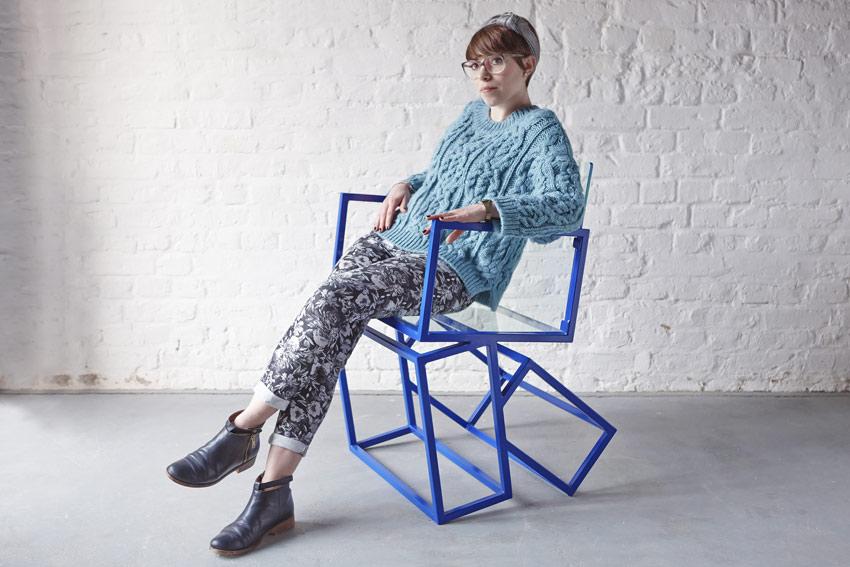Monolith una sedia di design in bilico for Articoli di design