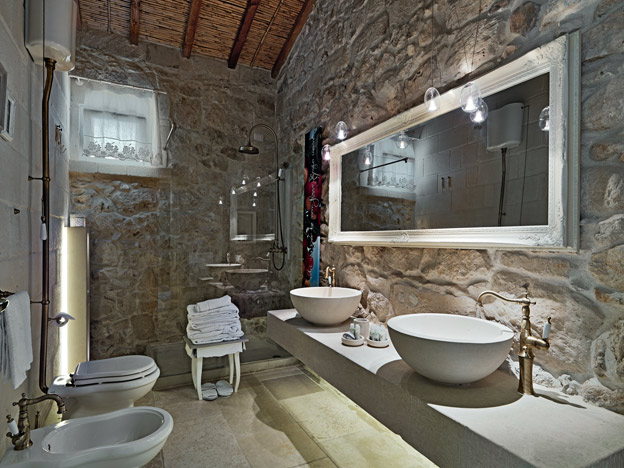 Fancy bathroom tiles - Relais Masseria Capasa Puglia Mon Amour