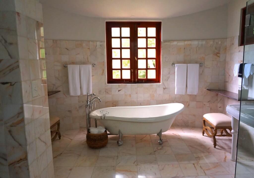 Come arredare un bagno di tendenza secondo le regole dell interior