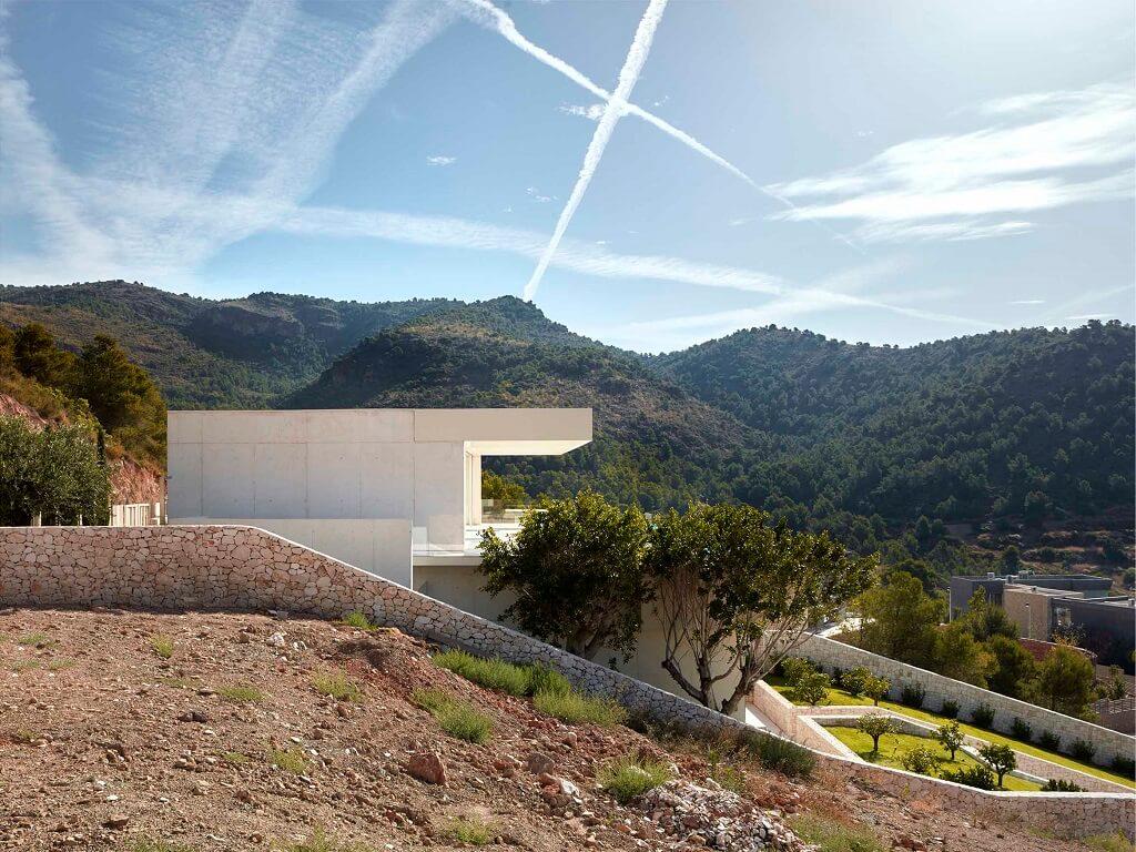 La casa de la cantera la casa che scala la montagna for Piani casa sul tetto di bassa altezza