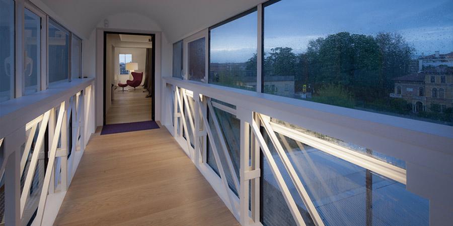 La casa con il ponte sospeso di Boa Studio