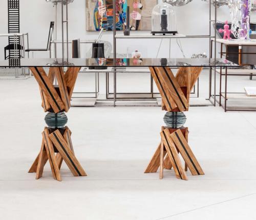 Tavolo Candy: una sinfonia tra legno, vetro e ferro
