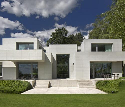 DS HOUSE: beyond simmetry