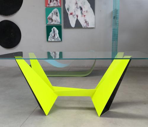Lambda: metal folding design table