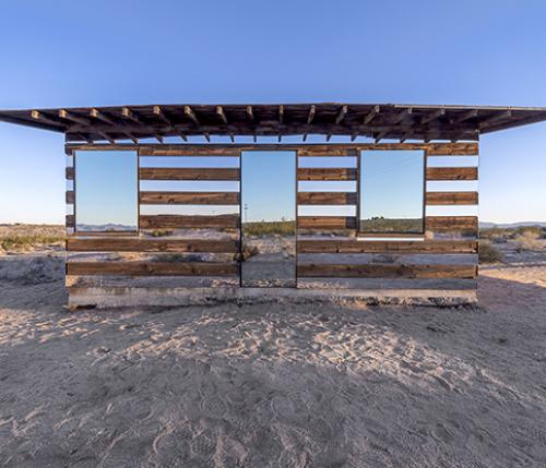 Lucid Stead: illusioni aliene nel deserto