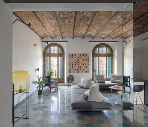 House of Mirrors: a bright airy space in Barcellona