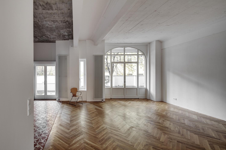 box 117. Black Bedroom Furniture Sets. Home Design Ideas