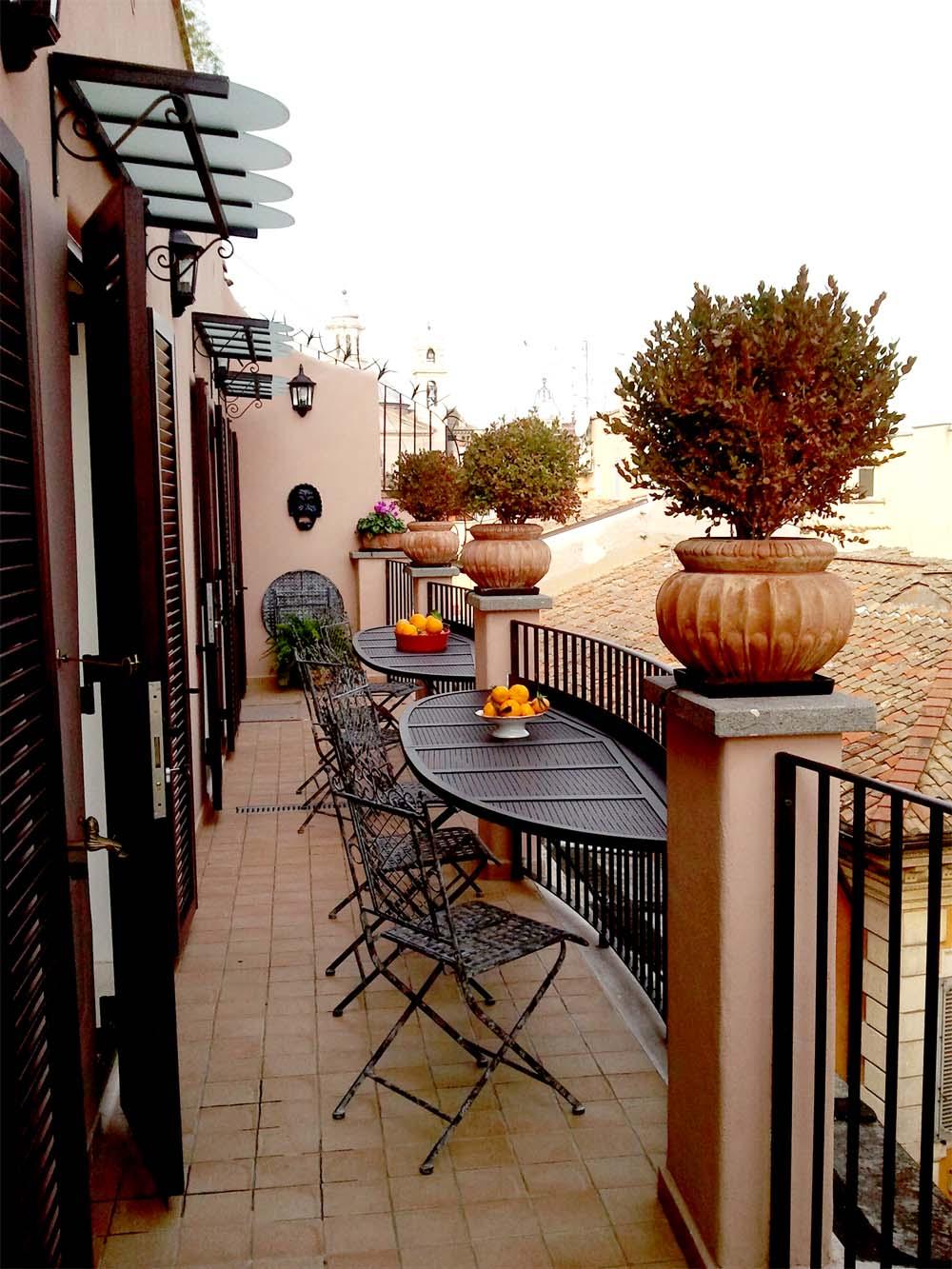 Allestimento balcone for Tavoli da terrazzo