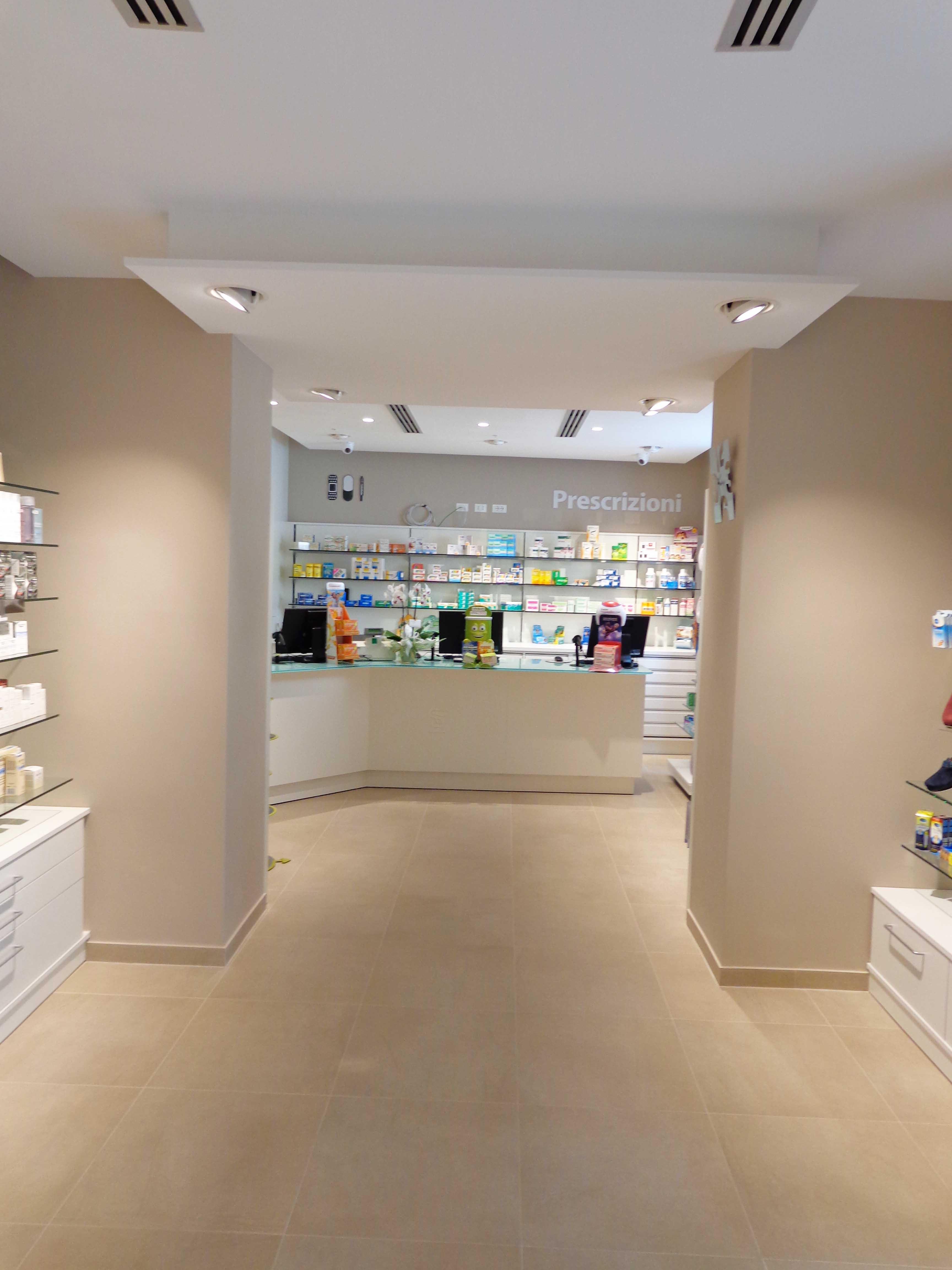 Farmacia pellegrino for Idee colori pareti ingresso