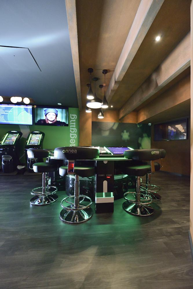 Sala da giochi onnea for Sala giochi del garage