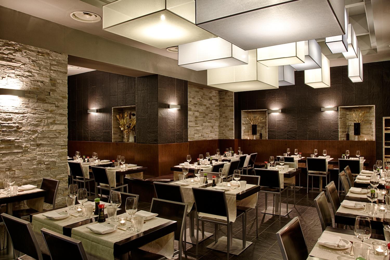 Installazione luminosa for Arredamento cucina ristorante